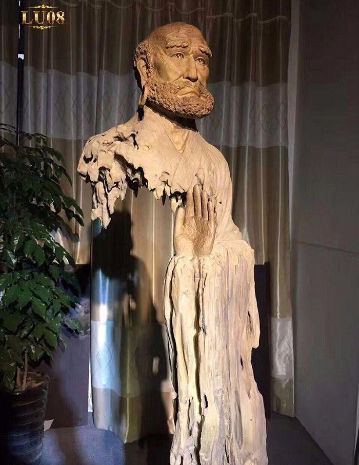Một tượng đài Karl Marx được thiên nhiên và các nghệ nhân ban tặng